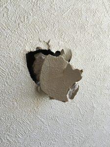戸建て壁紙・壁穴補修