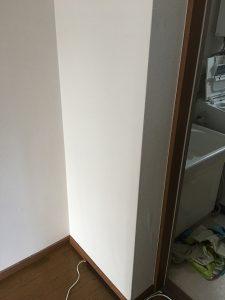ペットの齧った壁紙