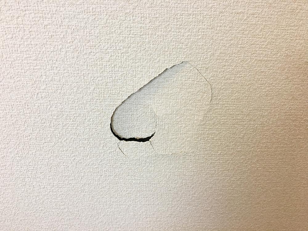 札幌市中央区壁穴補修