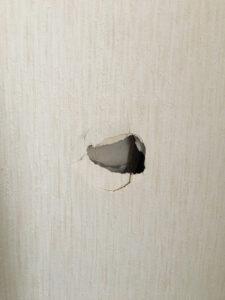 賃貸壁穴補修工事 東区